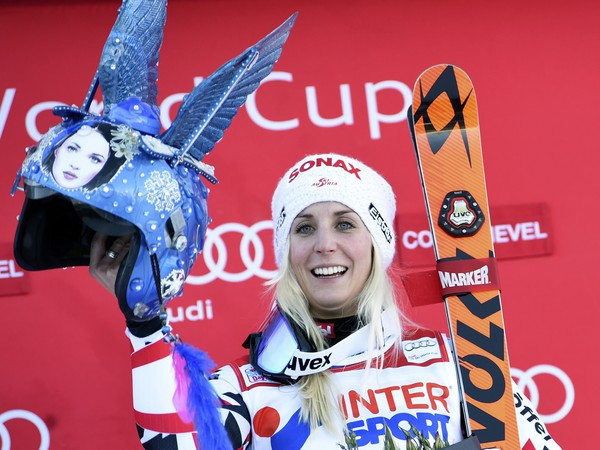 Eva-Maria Bremová sa raduje z triumfu v obrovskom slalome
