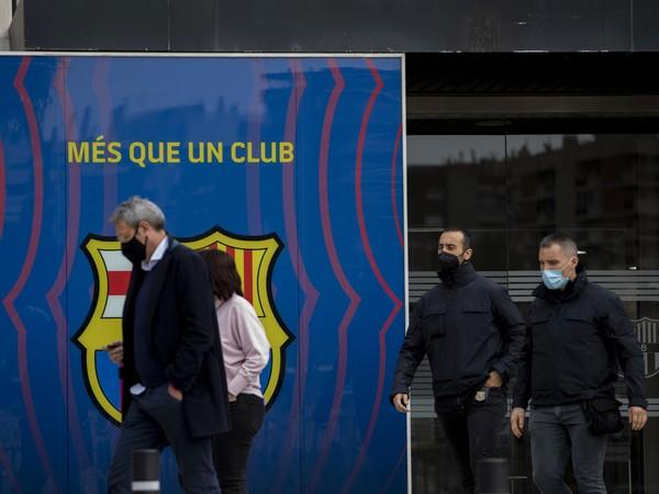 Policajná razia vo vedení FC Barcelona