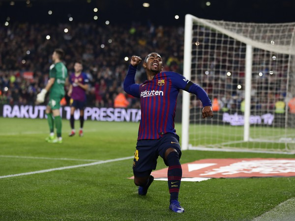 Malcom oslavuje gól Barcelony