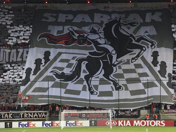Na snímke fanúšikovia Trnavy pred začiatkom zápasu