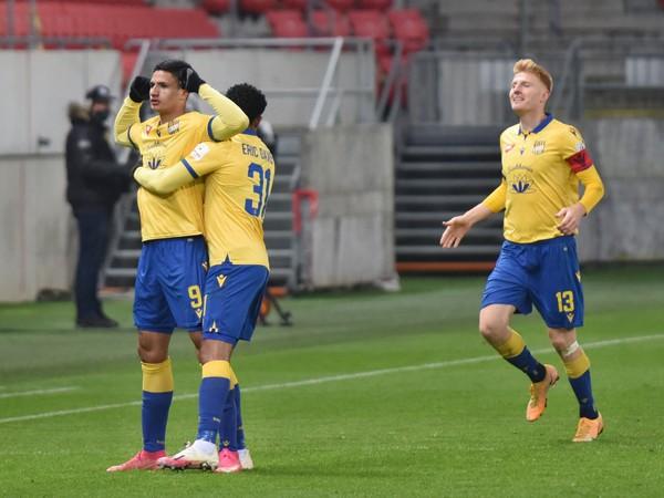 Na snímke radosť hráčov DAC po strelení gólu