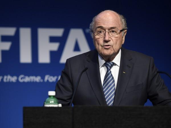 Sepp Blatter počas oznamovania odstúpenia