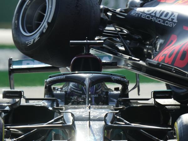 Lewis Hamilton a Max Verstappen počas Veľkej ceny Talianska