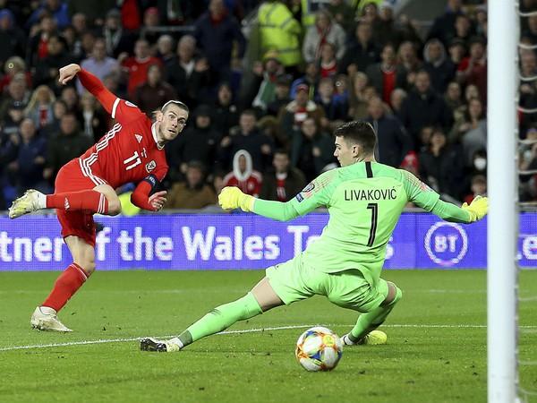 Gareth Bale strieľa gól