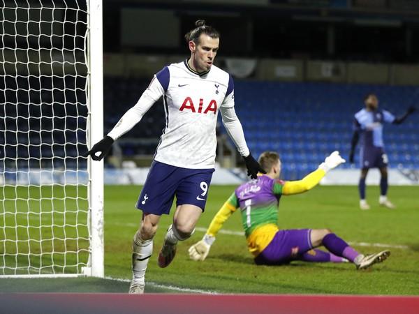 Gareth Gale oslavuje strelený gól v FA Cupe