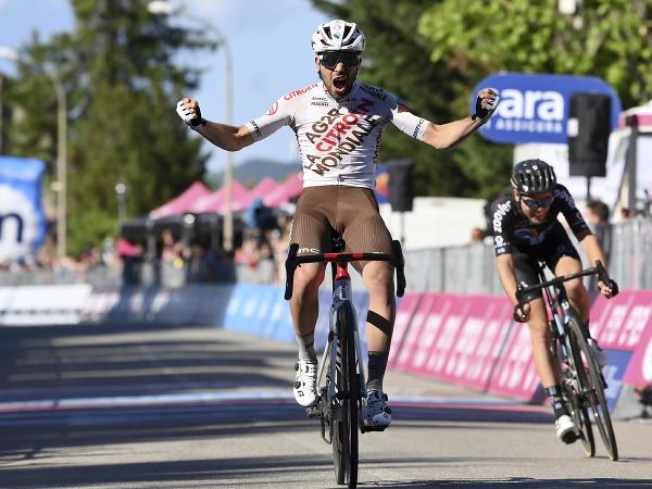 Taliansky cyklista Andrea Vendrame sa teší v cieli z víťazstva v 12. etape na cyklistických pretekoch Giro d'Italia
