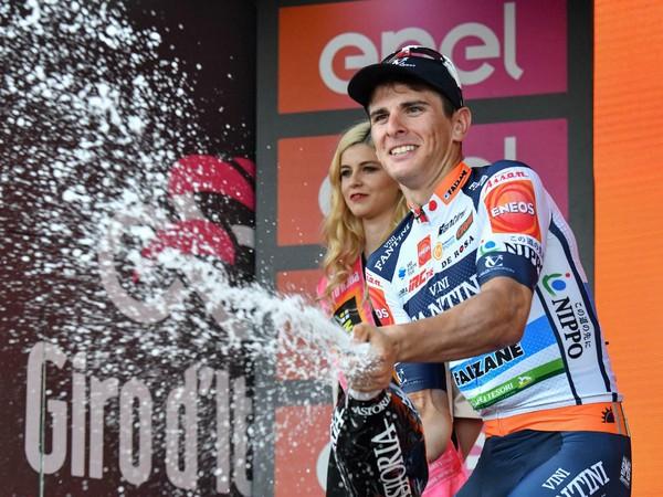 Taliansky cyklista Damiano Cima z tímu Nippo-Vini Fantini-Faizane sa stal prekvapujúcim víťazom štvrtkovej 18. etapy na pretekoch Giro d'Italia