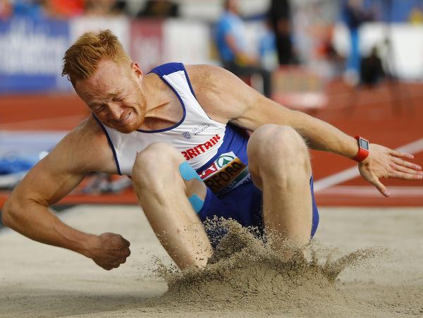 Na snímke bývalý britský atlét Greg Rutherford