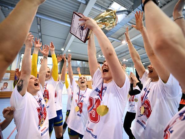 Hádzanárky Michaloviec sa tešia po zisku 13. titulu majsteriek Slovenska