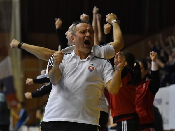 Na snímke radosť trénera Slovenska Dušana Poloza