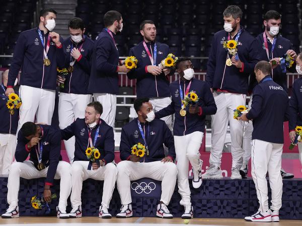 Francúzski hádzanári so zlatými medailami