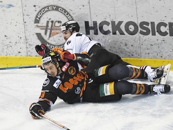 Marek Beránek a Patrik Lamper v súboji na ľade