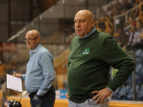 Tréner Nových Zámkov Miroslav Chudý (vpravo)