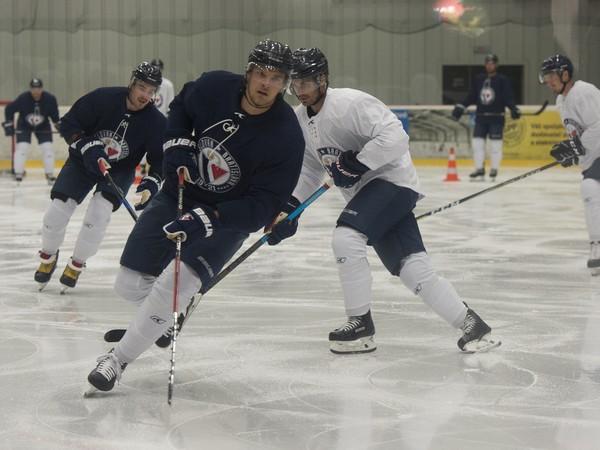 Na snímke hráči HC Slovan Bratislava počas tréningu