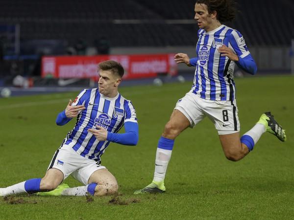 Krzysztof Piatek sa teší z gólu v nemeckej Bundeslige