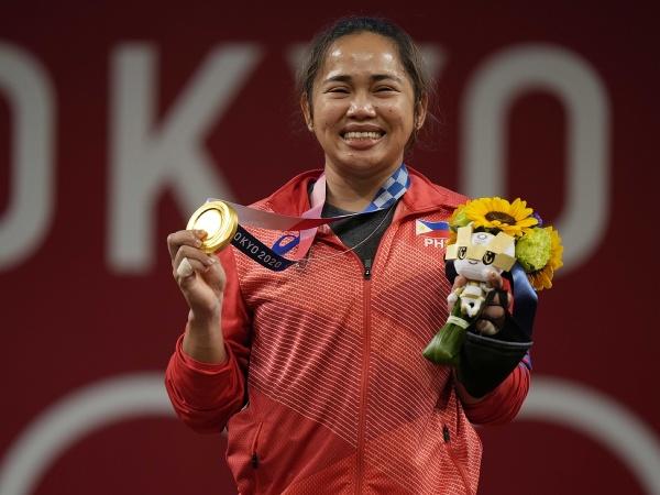 Hidilyn Diazová sa raduje zo zlatej medaily