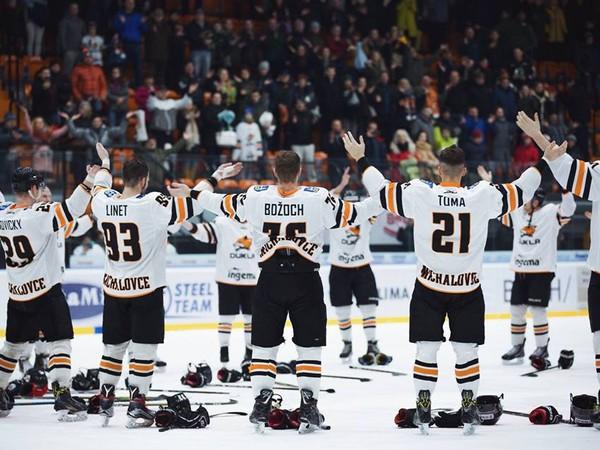 Hráči Michaloviec oslavujú víťazstvo