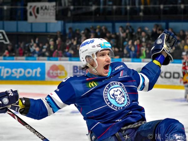Samuel Buček sa raduje z gólu