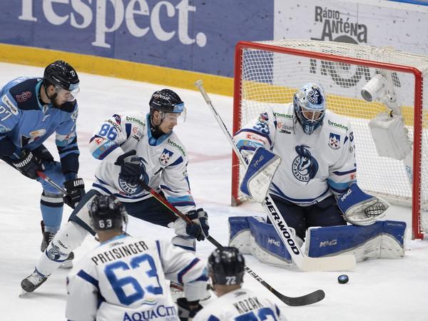 Momentka zo zápasu HC Slovan Bratislava - HK Poprad