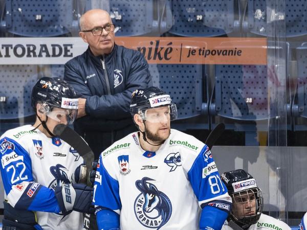 Na snímke zľava Janne Tavi, hlavný tréner Peter Mikula, Lukáš Handlovský a Filip Mešár