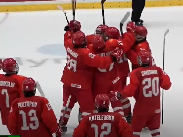 Ruskí hokejisti do 18 rokov sa radujú z triumfu nad rovesníkmi z USA
