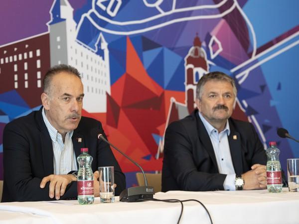 Na snímke zľava riaditeľ organizačného výboru 2019 IIHF MS Igor Nemeček a riaditeľ organizačného výboru MS pre Bratislavu Roman Štamberský