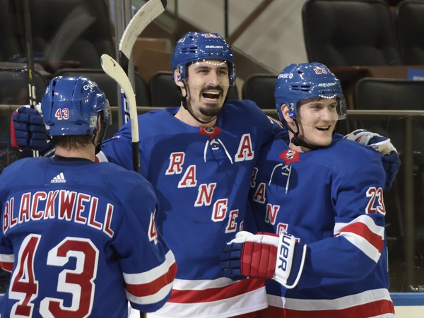 Hráči New York Rangers mali po zápase dôvod na úsmev