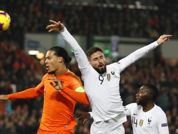 Hlavičkový súboj Girouda s Van Dijkom
