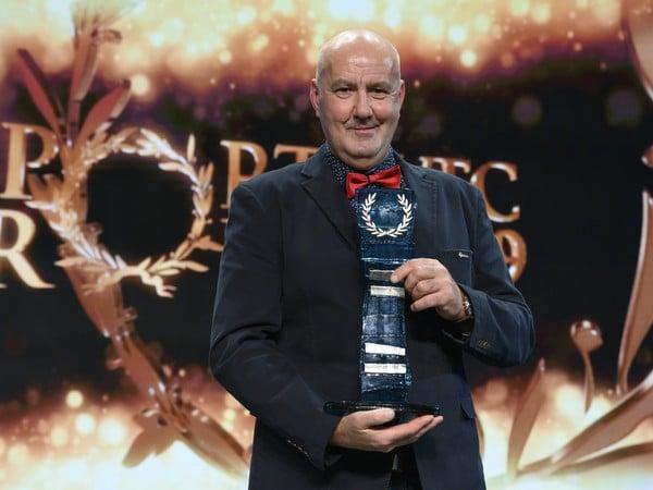 Otec Petry Vlhovej Igor Vlha prevzal ocenenie za 1. miesto v kategórii jednotlivec počas slávnostného vyhlásenia ankety Športovec roka 2019