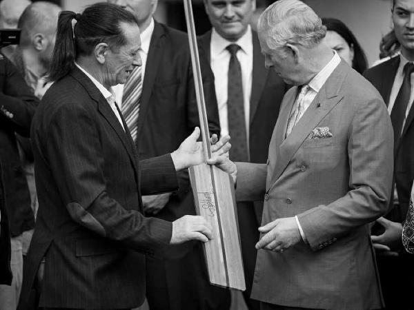 Ivan Patzaichin (vľavo) si preberá ocenenie