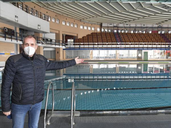 Prezident Slovenskej plaveckej federácie Ivan Šulek v priestoroch Mestskej krytej plavárne v Košiciach