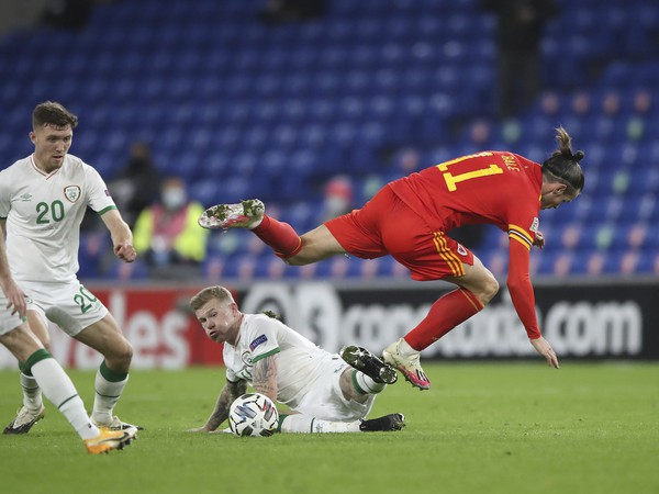 Gareth Bale a James McClean