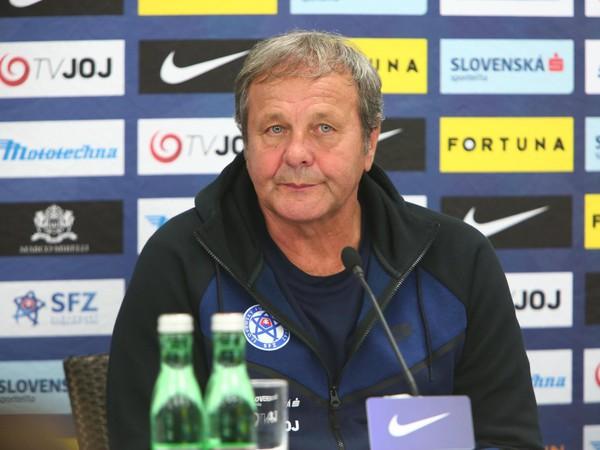 Ján Kozák počas tlačovej konferencie