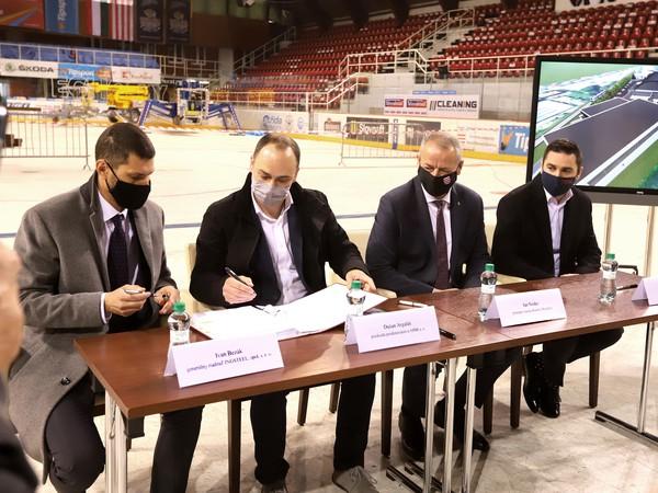 Mesto Banská Bystrica podpísalo zmluvu s vysúťaženým zhotoviteľom stavebných prác, ktorý zabezpečí rozsiahlu rekonštrukciu zimného štadióna v Banskej Bystrici.