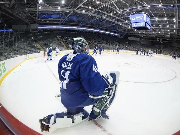Jaroslav Halák v drese Vancouver Canucks