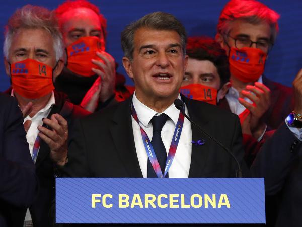 Joan Laporta sa teší po tom, čo sa druhýkrát v histórii posadí na prezidentské kreslo v FC Barcelona
