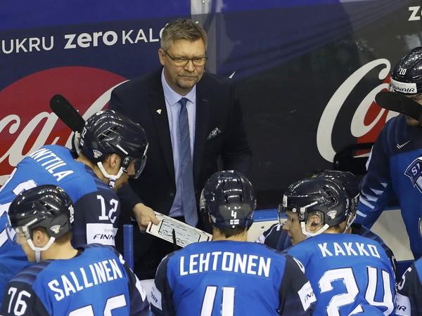 Jukka Jalonen na lavičke Fínska