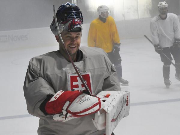 Na snímke brankár Július Hudáček počas prvého tréningu na ľade v Spišskej Novej Vsi