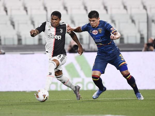 Douglas Costa v drese Juventusu