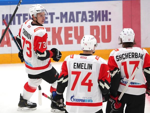 Maxim Čudinov (73) a jeho gólové oslavy so spoluhráčmi