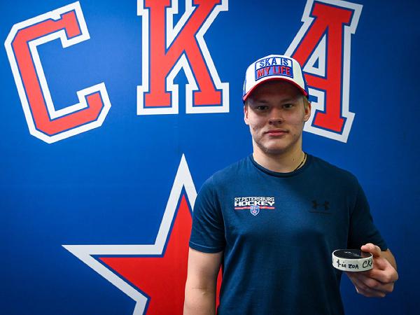 Ruský hokejista Matvej Mičkov