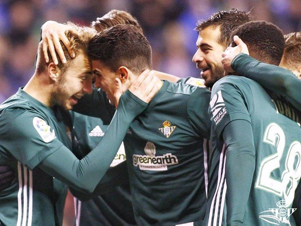 Lorenzo Morón a jeho gólové oslavy so spoluhráčmi