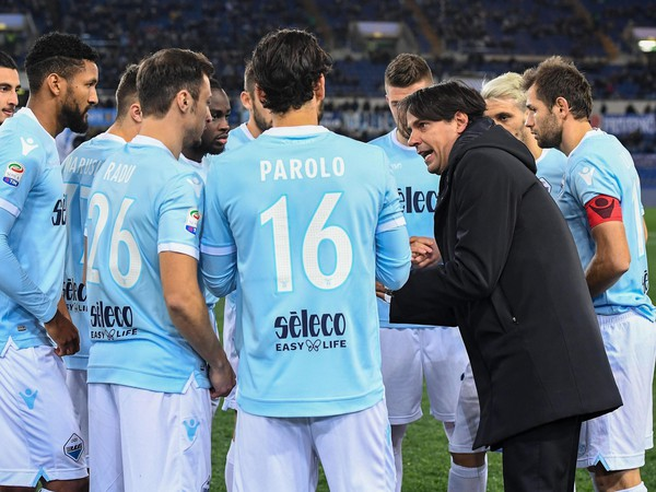 Simone Inzaghi rozdáva pokyny