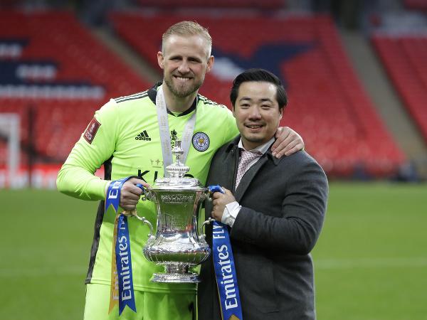 Kasper Schmeichel a majiteľ Leicesteru Aiyawatt Top Srivaddhanaprabha