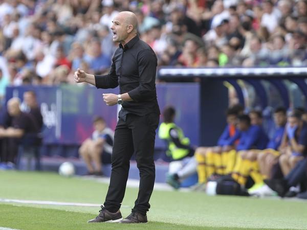 Paco López na lavičke Levante
