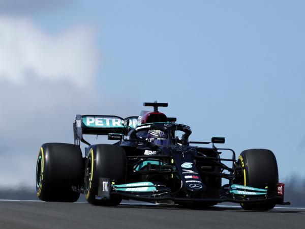 Lewis Hamilton v tréningu na VC Portugalska