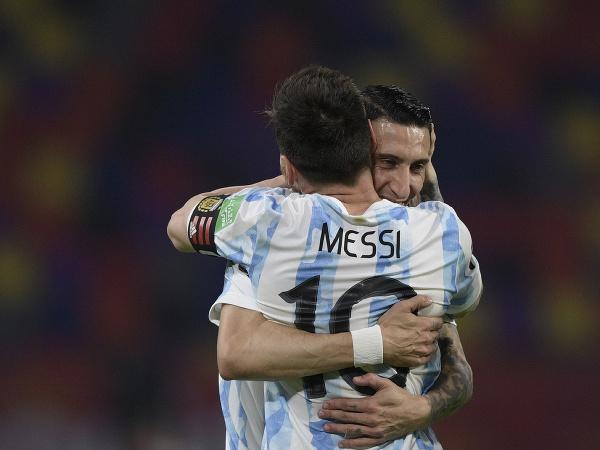 Lionel Messi a Angel di María