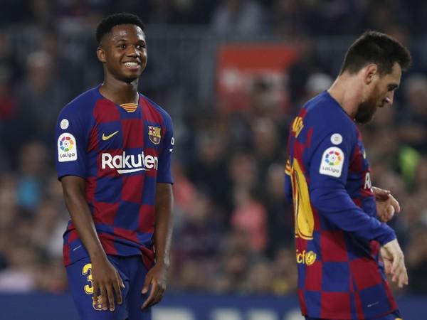 Ansu Fati a Lionel Messi