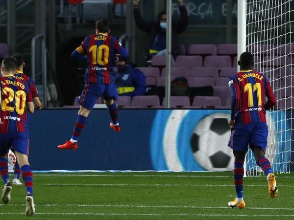 Futbalisti FC Barcelona sa radujú z gólu