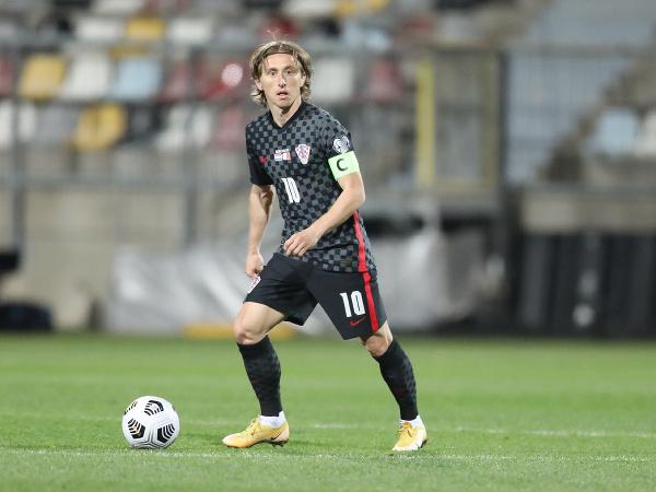 Luka Modrič s loptou